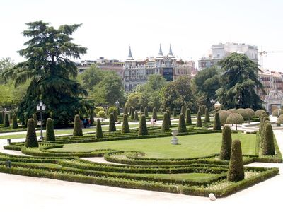 Retiro Park near by