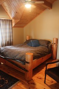 Mont Tremblant chalet rental - Upper queen bedroom
