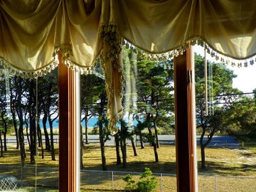 Open the Window and Enjoy the Ocean Breeze!