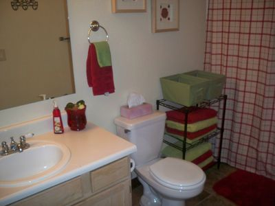 Chandler condo rental - Large second bathroom with bathtub and shower
