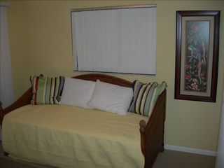 Sarasota house photo - Den furnished with Twin Daybed with pull out trundle