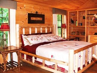 Pigeon Forge cabin photo - King size bedroom has creek front on the main floor