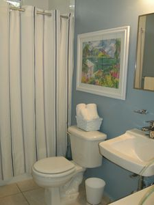 Fajardo condo rental - Guest bathroom