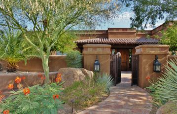 Wickenburg house rental - Front entry with gated courtyard