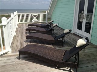 Galveston villa photo - Third floor sunbathing deck has amazing views of the Bay