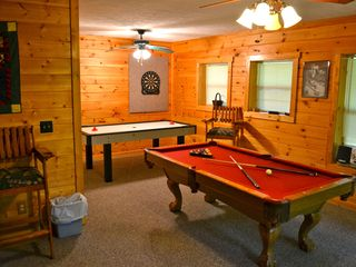 Sevierville cabin photo - Play pool or air hockey in the downstairs game room