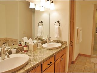 Steamboat Springs townhome photo - Jacuzzi Tub in Master Bath