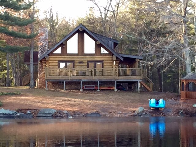 Stunningly Private Lake Front Scandinavian Log Home - 5 STARS  Experience!