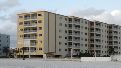 Side view of Anglers Cove,1 building, each unit juts out so each has a view.
