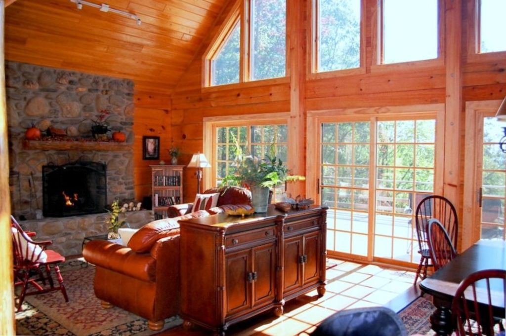Elegant large log home w beautiful views vrbo for Elegant log homes