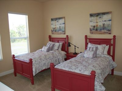 Twin bedroom | Pillowtop matresses | Enjoy the view on the balcony!