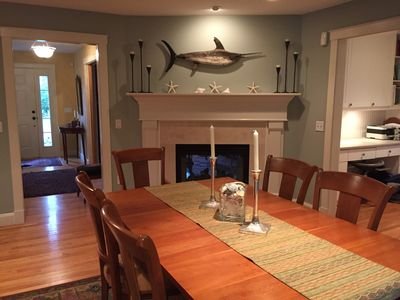 Classic Cape in the heart of North Falmouth Village: 2 minutes to Beach!