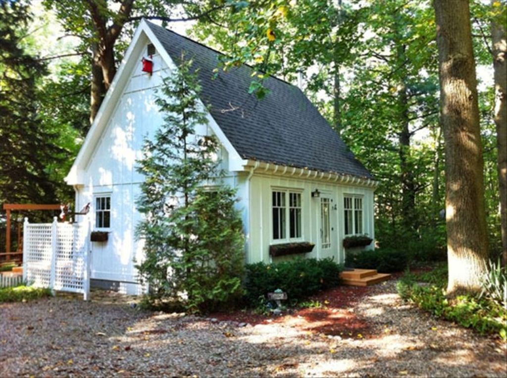 Perfect for two a little hideaway in the vrbo for Small house plans michigan