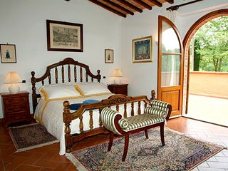 Chiusi villa photo - Villa: large room, direct access to terrace, TV
