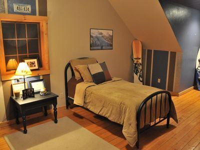 Harrison lodge rental - Upper Level Bedroom. Perfect for Children. Twin Beds, Nintendo, Air Hockey.