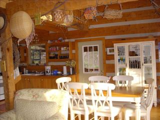 Berkeley Springs house photo - Spacious eating area on first floor.