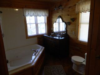 Pigeon Forge cabin photo - Main Floor Bathroom with Jacuzzi Tub