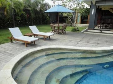 Easy access pool, perfect for kids. Pool in full view from the house