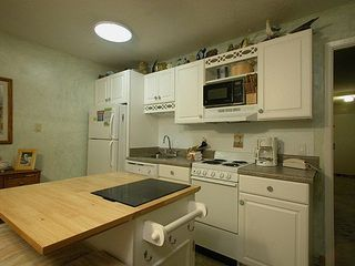 Gulf Shores condo photo - Space saving island bar