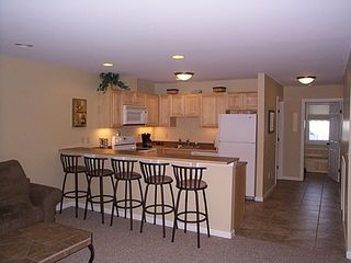 Burke townhome photo - Kitchen with radiant heated tile floors