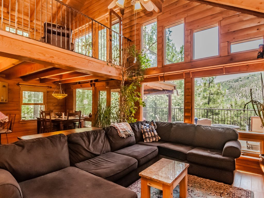 Contemporary log cabin nestled in towering pines vrbo for Contemporary log home interiors