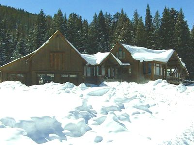 600 Acre deluxe home just outside of town and 10 minutes to the slopes.