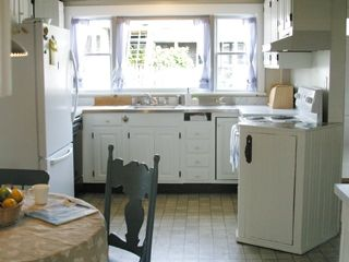 Port Clyde cottage photo - Well-stocked, eat-in kitchen for 4 has an abundance of natural light.