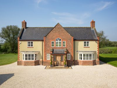 Waterside House-York-Sleeps 13-Luxury house for groups and families.