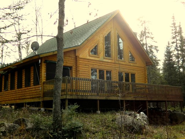 Great northwoods cabin with screen porch and vrbo for Log cabin screened in porch