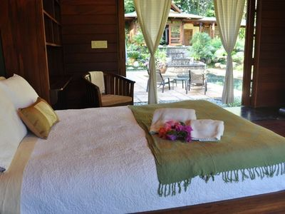 In the Spa Suite, Dulce Suenos has a king bed, jacuzzi spa, AC, and ceiling fan