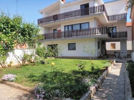 Holiday apartment with air conditioning and terrace