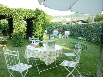 Aperitifs in the garden with view of Todi