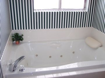 Jet Tub in Master Bath