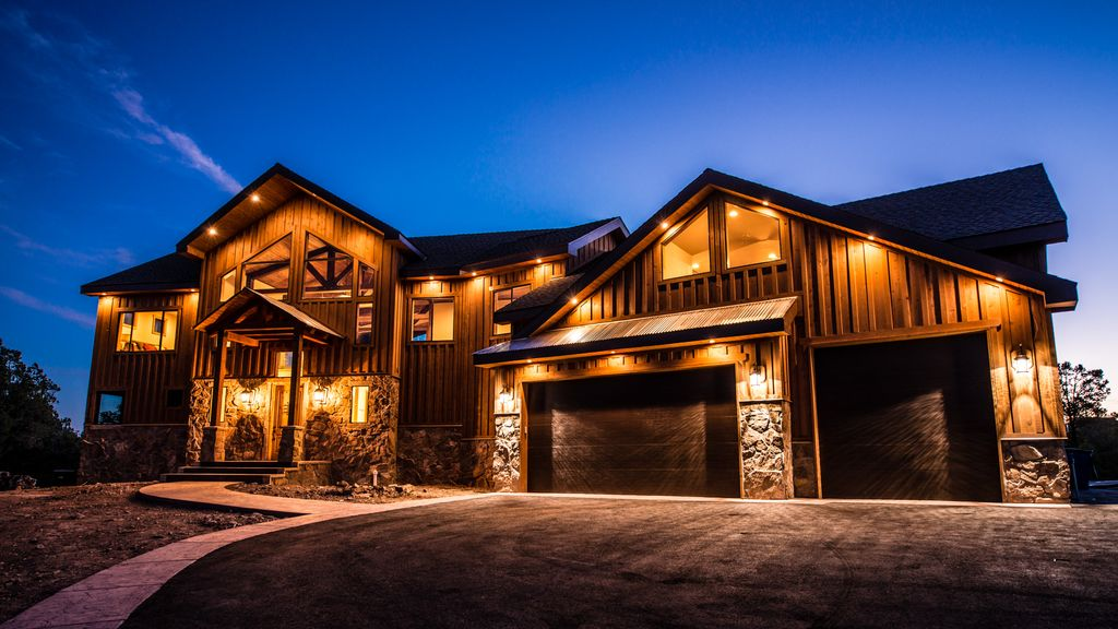 Sleep 40 in luxury brand new lodge east of vrbo for Cabin rentals near zion national park