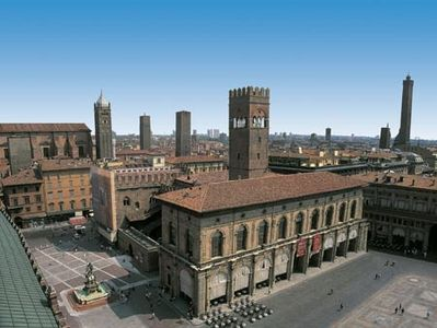Breathtaking Piazza Maggiore is just 5 minutes walk.