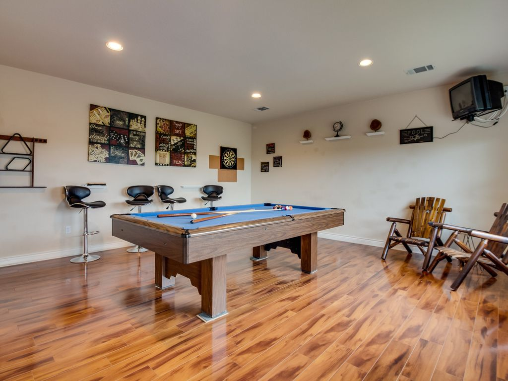 Lake View Home w/ Game Room, Outdoor Firepit & Gas Grill – 2 Dogs OK!