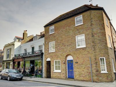 Flotsam Cottage is a gorgeous character property in the heart of of Deal