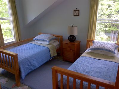 2nd floor twin beds