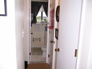 Madaket townhome photo - mid level half bath