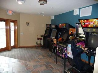 Castle Rock Lake condo photo - Arcade