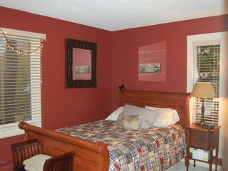 Lincoln townhome photo - Guest bedroom with large double bed
