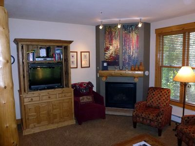 Living room with gas fireplace, flat screen TV, HD cable, HBO and Blu-ray player