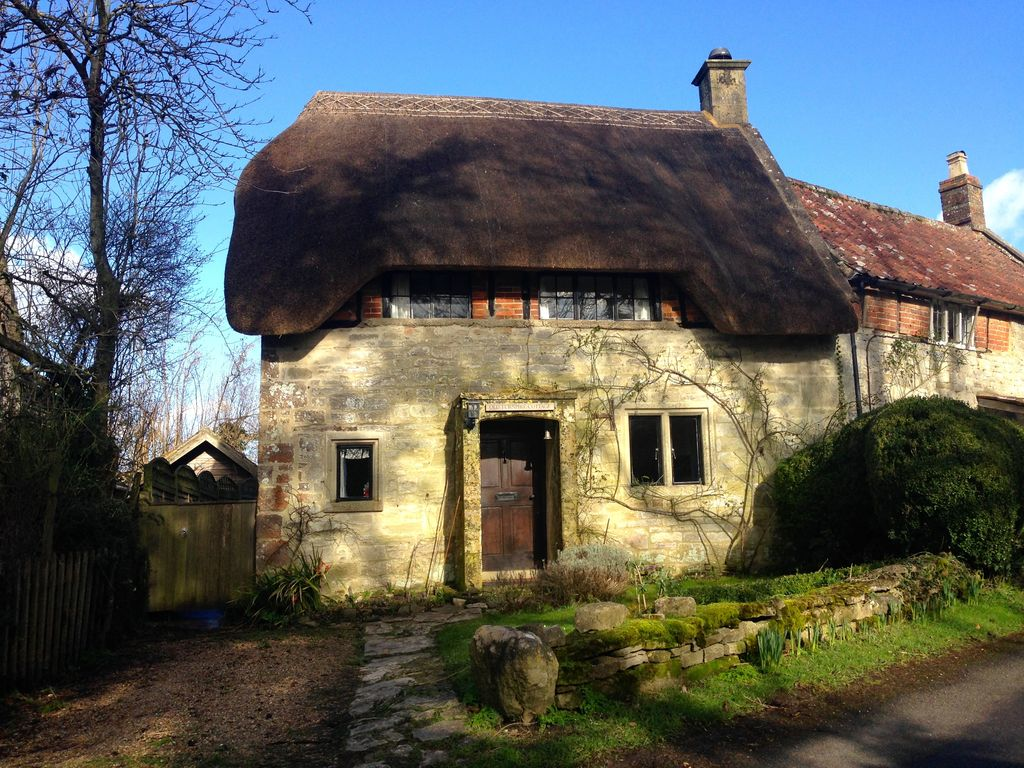 Beautiful thatched grade ii listed cottage vrbo - The thatched cottage ...
