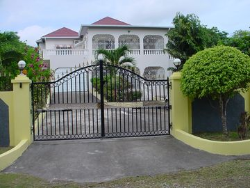 Ocho Rios house rental - Front of Holiday home