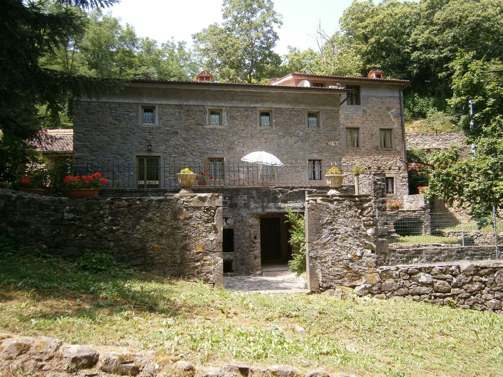 Rustic country cottage homeaway lucca area for Case di un livello ranch