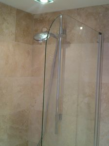 Wimbledon apartment rental - Shower