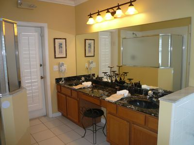 Master Ensuite bathroom. Has access to the pool