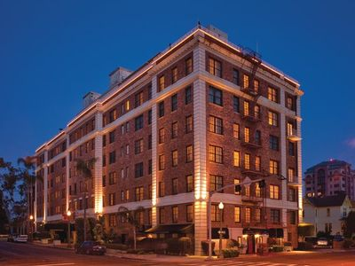 Elegant Hillcrest suites just a short walk from Balboa Park and zoo