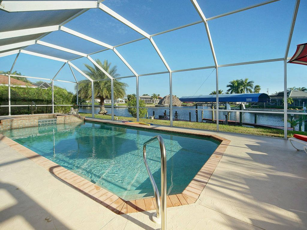 Dream Villa With Pool Jacuzzi Waterfront Homeaway Cape Coral
