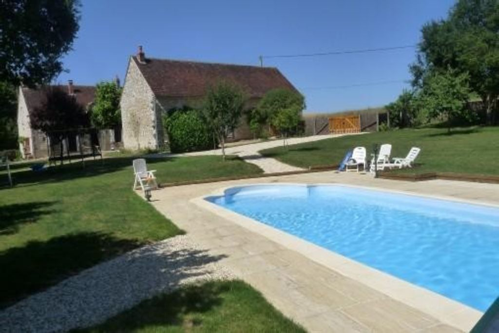 Renovated farmhouse rental in Burgundy for 15 people with swimming pool